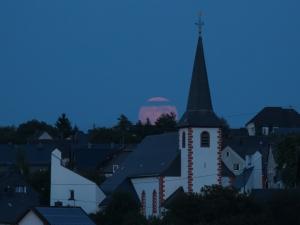 Mondaufgang Halsenbacher Kirche